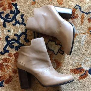 M4DE beige leather ankle boots/little wear.